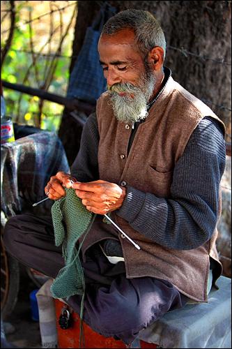 Sudamu knows knitting well ...