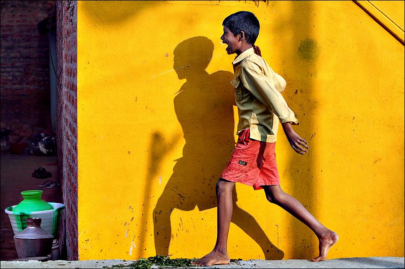 Boy on the wall - Madurai