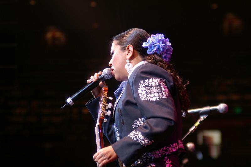 Mariachi Mujer 2000-01.jpg