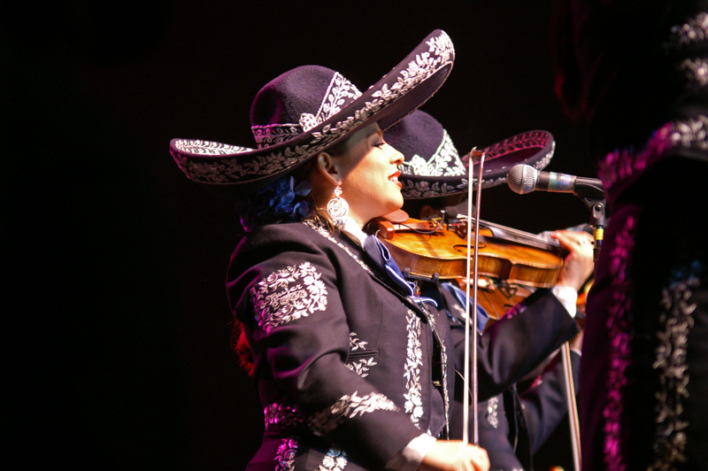 Mariachi Mujer 2000-05.jpg