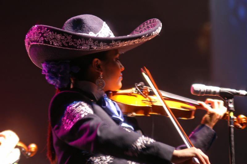 Mariachi Mujer 2000-06.jpg