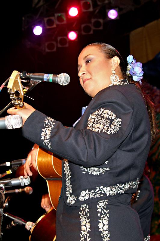 Mariachi Mujer 2000-08.jpg