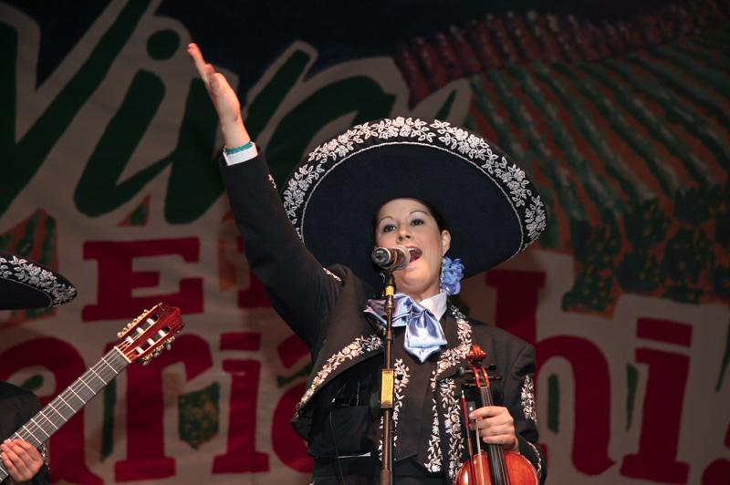 Mariachi Mujer 2000-CR-03.jpg