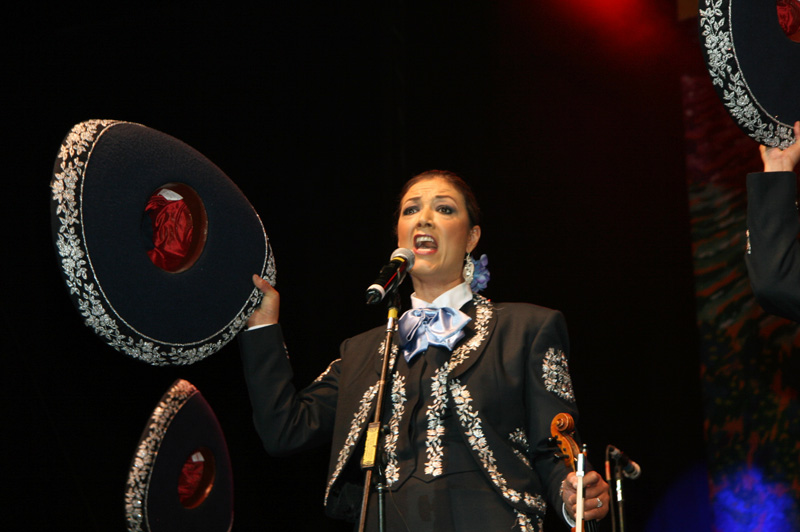 Mariachi Mujer 2000-CR-04.jpg