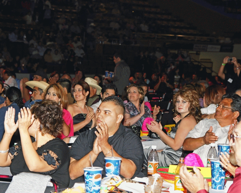 Mariachi Fans 2008-02.jpg