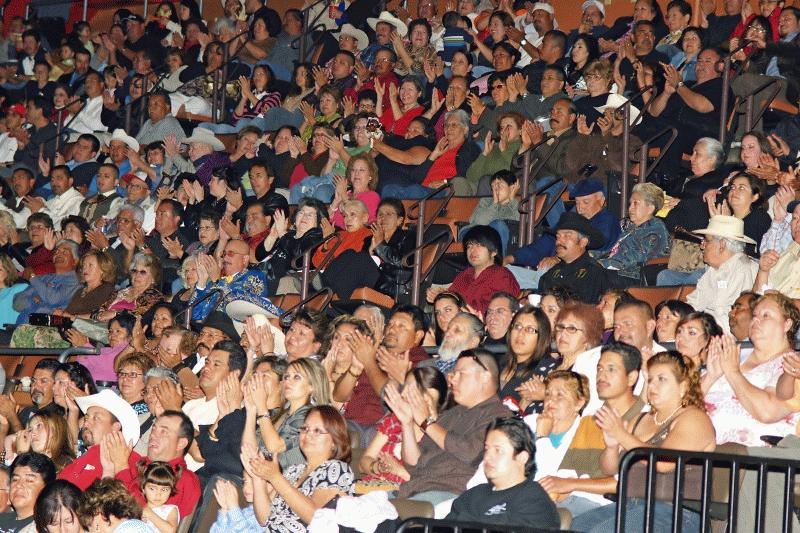 Mariachi Fans 2008-11.jpg