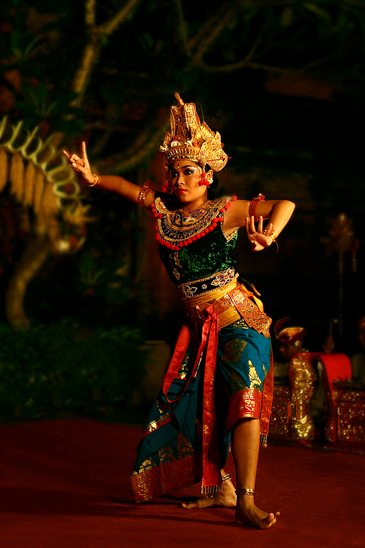 legong dancer web.jpg