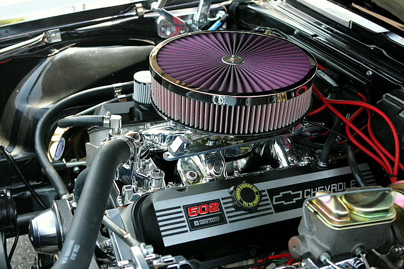 Chevy 502 Crate V-8 in a '68 Chevrolet Camaro SS photo - Tom ...