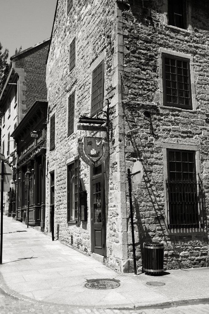 Les Filles du Roy (Maison Pierre du Calvet), Montréal
