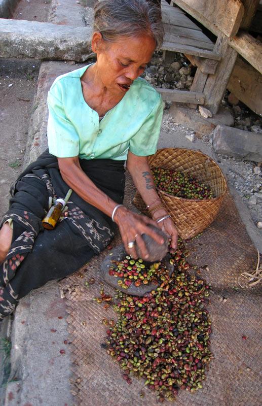 Mashing coffee