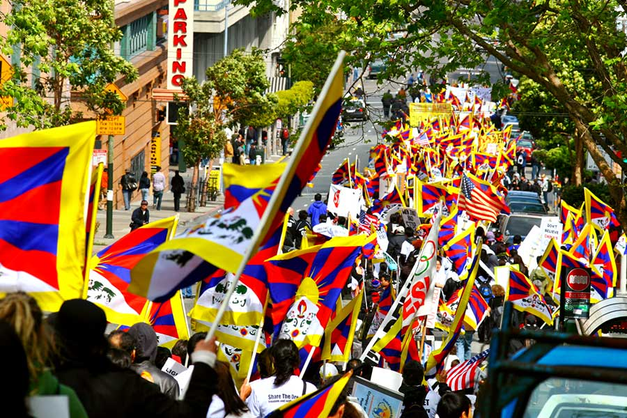 March to the Chinese Embassy. 1st day.