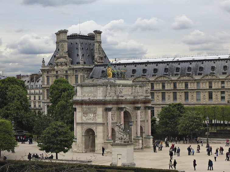 Louvre - View of  Richelieu Wing and Carousel Arch.jpg