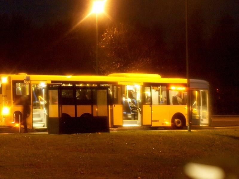 2009-11-10 Bus waiting