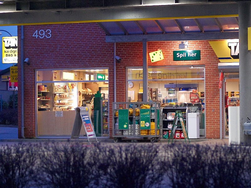 2009-11-14 Gas station store