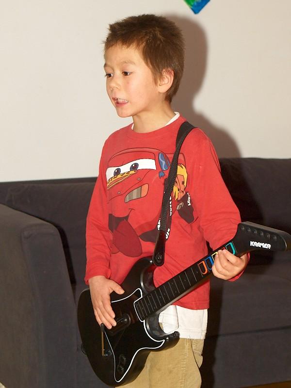 2009-11-23 Oliver plays guitar hero