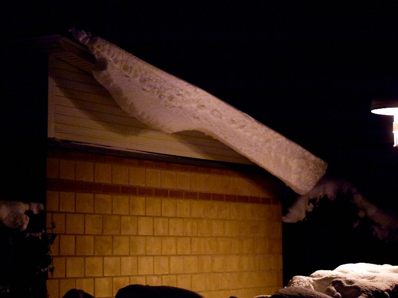2010-11-29 Snow on roof