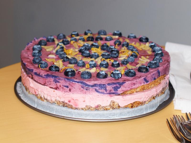 2010-12-07 Prevas cake contest - Blue berry cake