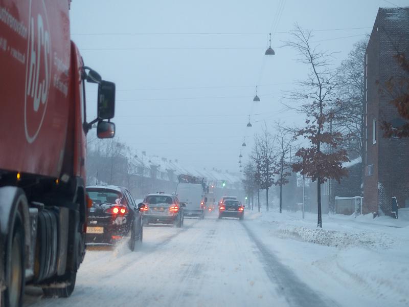2010-12-23 Snow on road in Copenhagen