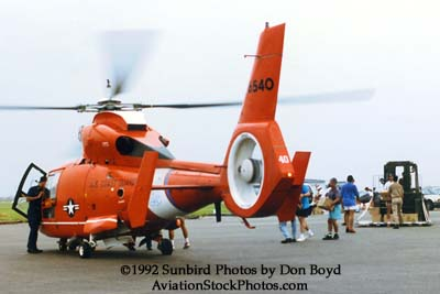 1992 - Coast Guard operations after Hurricane Andrew - HH-65 CG-6540 and volunteers loading supplies