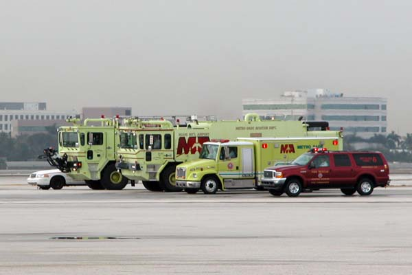 MIA ARFF units waiting for the fallen soldiers flight to arrive, photo #2110