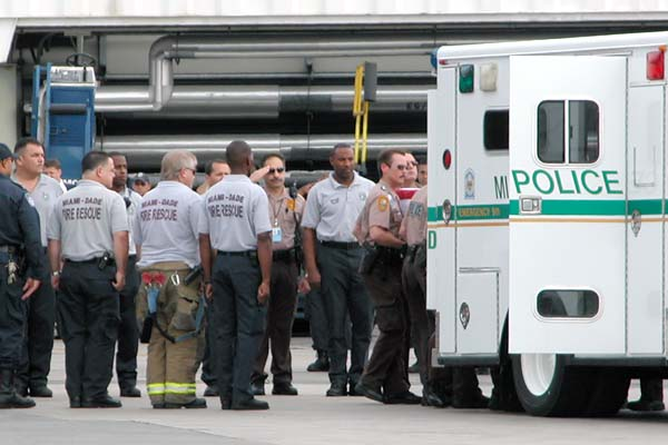 MIA personnel honor the return of a fallen soldier photo #2128