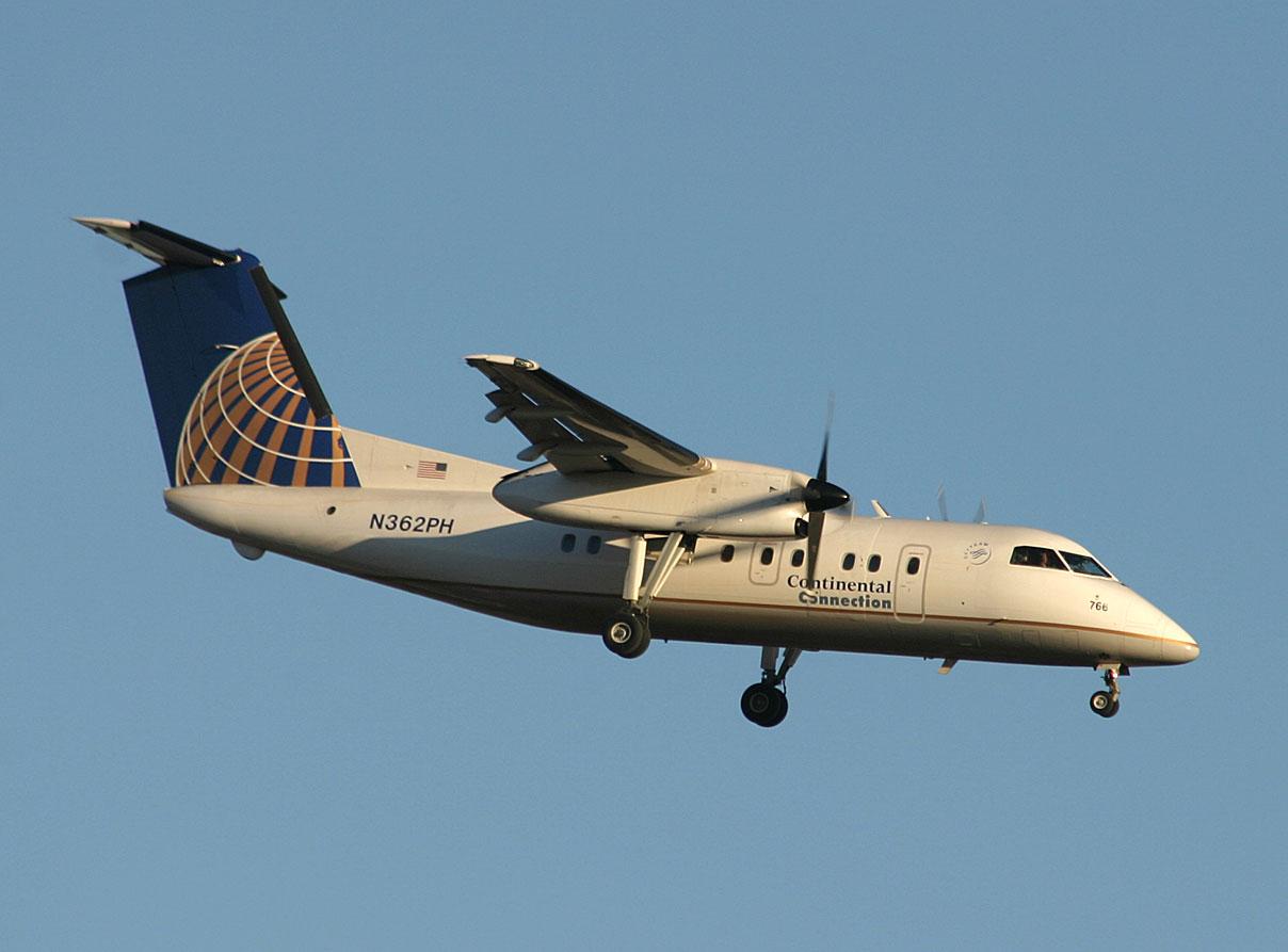 Continental Express Dash-8 approaching JFK RWY 22L