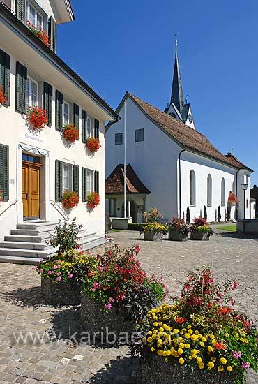 Dorfplatz Neuheim (82412)
