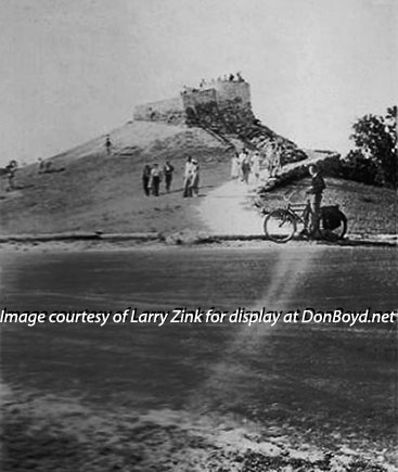1940s - folks enjoying the famous hill at Greynolds Park