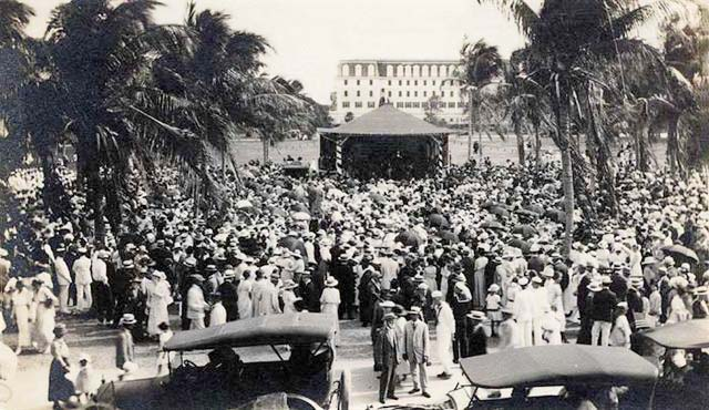 Early 1920s? - A crowd in Miamis first park by the bay in downtown Miami