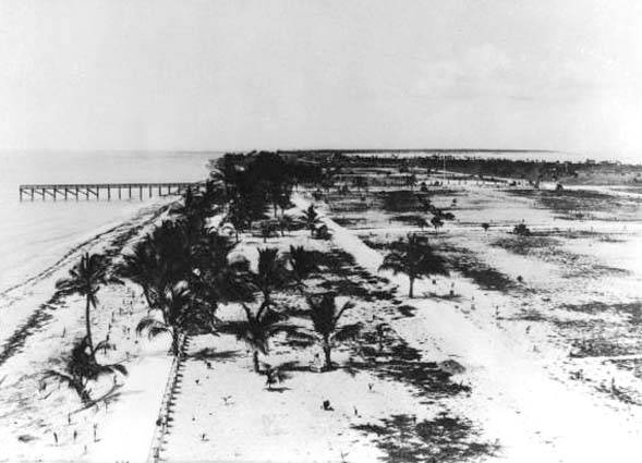 1914 - fishing pier at Lincoln Road and the ocean