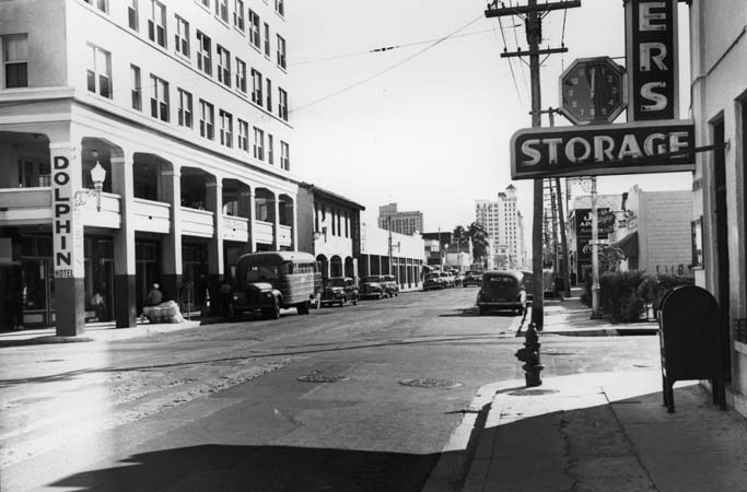 1940s - looking south on NE 1st Avenue at 10th Street north of downtown Miami, Florida