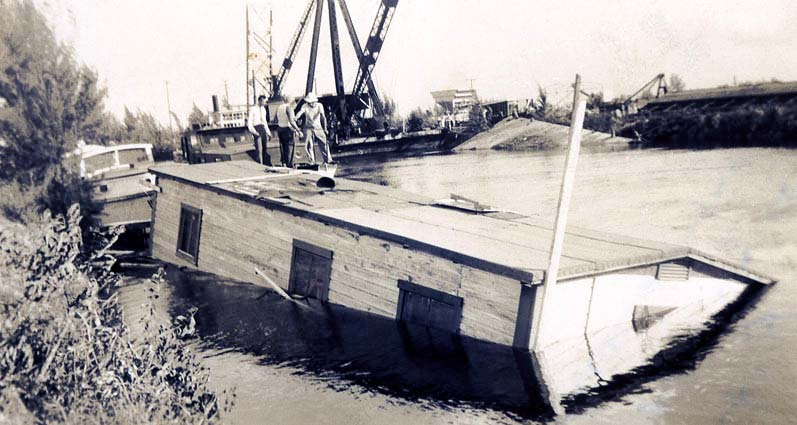 1944 - Sunken houseboat on the Miami River after a hurricane