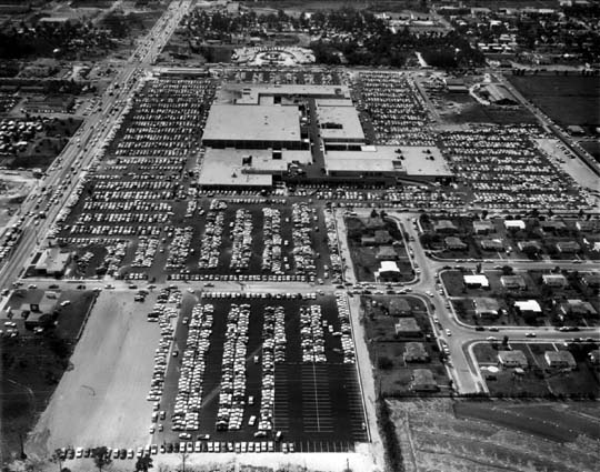 1960 - Northside Shopping Center a month after opening after Sears opened on April 20th