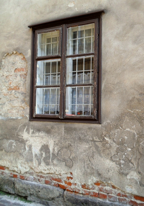 OLD WINDOW IN KANONICZA