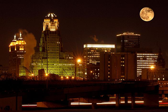 moonrise_over_Buffalo.jpg