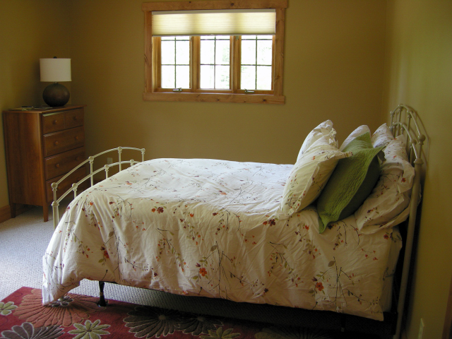Second bedroom, by the foyer (DL)