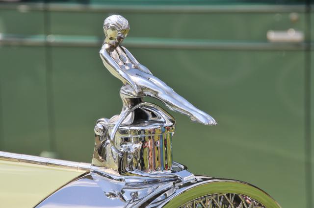 Hood ornament of 1924 Packard Model 143 Town Car by Fleetwood