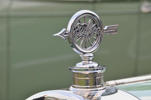 Hood ornament of 1927 Pierce-Arrow Model 36 Coupe by Judkins (PP br/co)