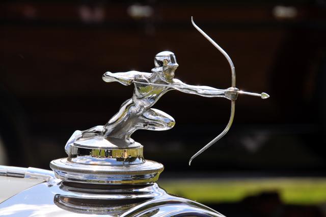 Hood ornament of 1929 Pierce-Arrow Model 143 Convertible Coupe (PP br)