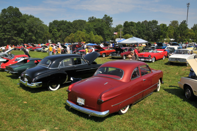 From right, 1949 Ford coupe and its contemporary Chevrolet 4-door sedan (5293)