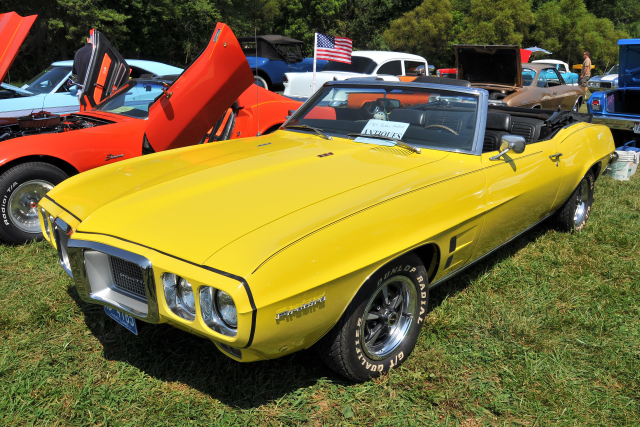 1969 Pontiac Firebird, which owner Bob Wilcox rebuilt and repainted himself (5381)