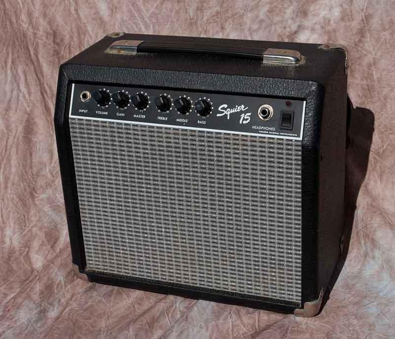 Fender-amp-1.jpg