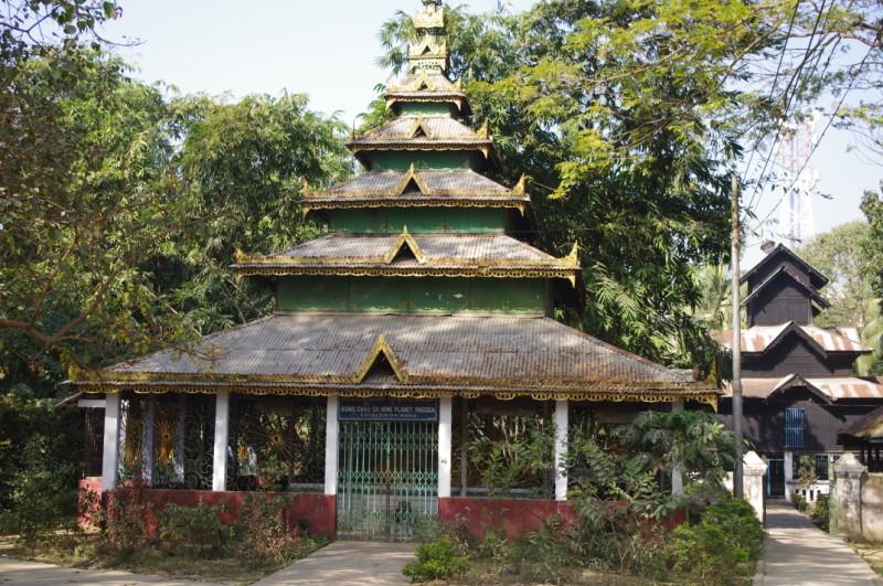 Aung Chan Sa Nine Planet Pagda in Coxs Bazar.jpg