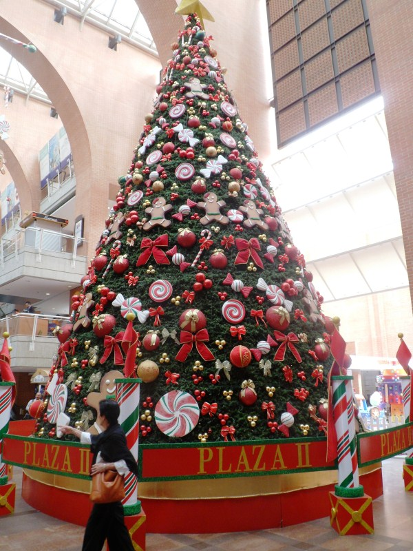 Christmas Tree - Plaza las Americas.jpg