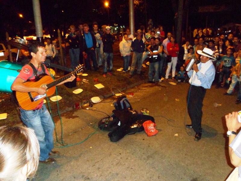 Street Performance at Los Alumbrados - Medellin (2).jpg