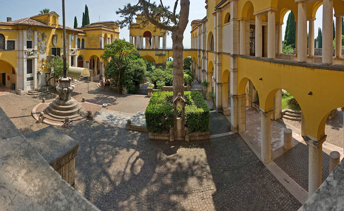 Dalmatian Square, seen from first story of Schifamondo complex