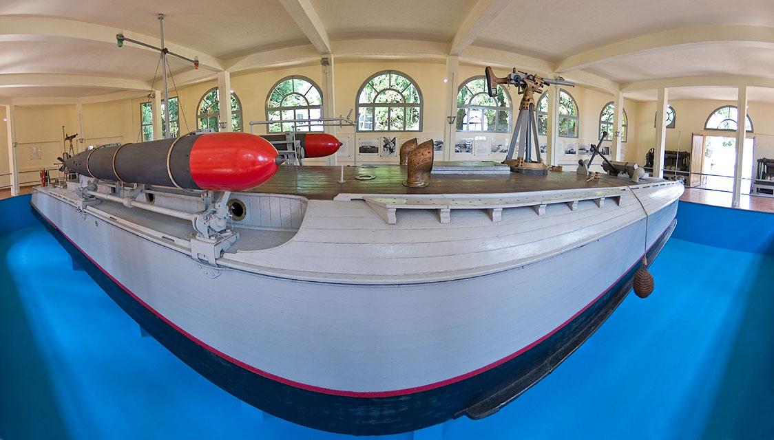 Momenta audere semper - the anti submarine motorboat