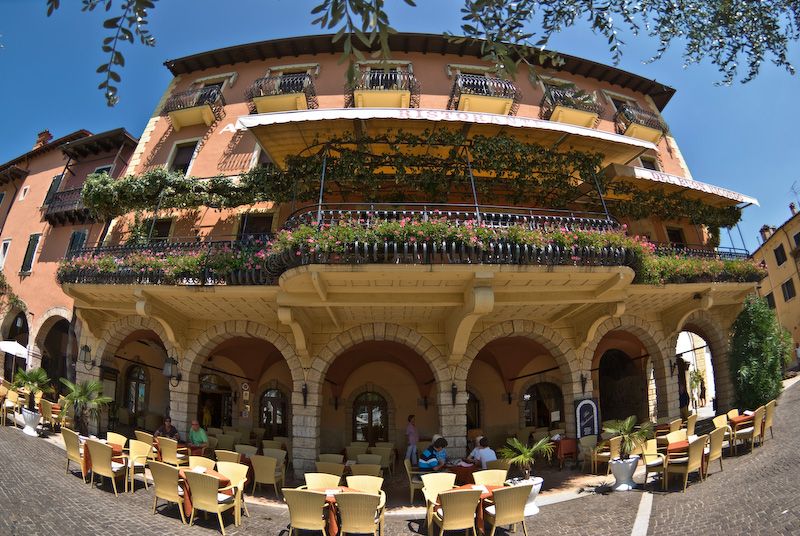 Hotel Gardesana at the harbor