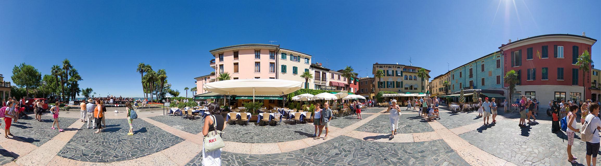 Sirmione Piazza Carducci