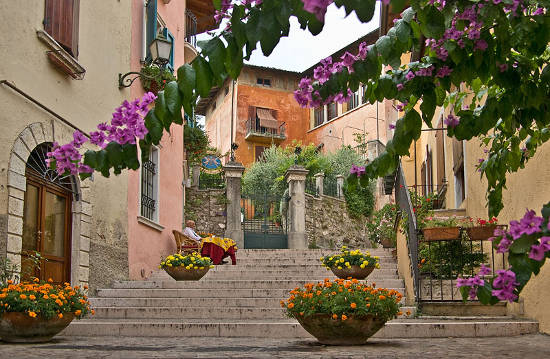 Small side street with stairs in Gardone Sopra